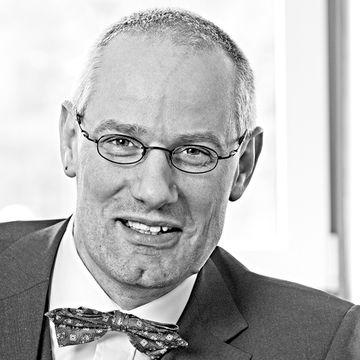 Dr. Axel Effey